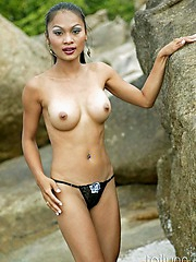 Thai babe Tailynn in latex on the beach then strips to impersonate her perky tits