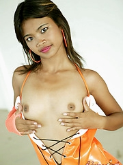 Hot Thai cutie strips down and shows us her sexy body