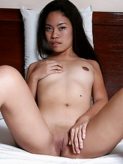 19 year old cutie in nightie spreads to flash her yummy bald peach