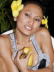 Thai Rowena sucking a banana