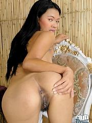 Sexy Zandra spreading her pussy