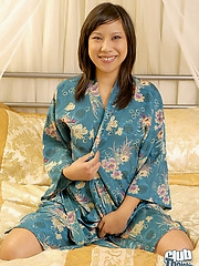 Shaved Sayuri dropping blue kimono