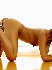 Petite babe Kina nude