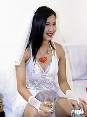 Thai brides maid Miko with bride Min