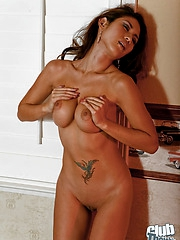 Sexbomb Ayanna buck naked