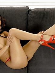 Sanny Aung stripping red bra