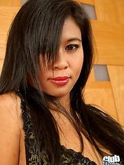Thai Apple dropping her dress