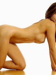 Hot babe Alice buck naked
