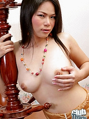 Thai babe Uki showing perfect bowels