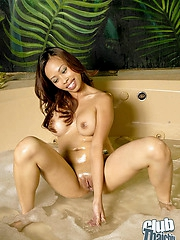 Jade Candy nude round hot tub