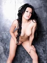 Nude Fenfang posing her great body