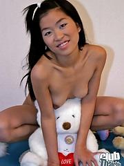 Shaved babe Make posing nude
