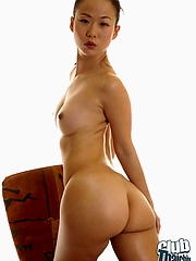 Niya Yu showing great body