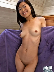 Thai babe Make playing with glass dildo