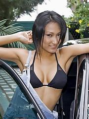 Stunning nude carwasher Rowena