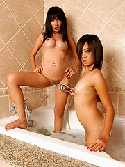 Bath tub sex with Mintra and Nan