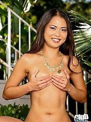 Naomi Zen totally nude in the garden