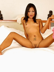 Thai cutie Kandi nude in bed