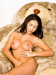 Busty Thai babe Emiko totally nude