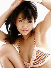 Sasa Handa sexy Asian beach bunny shows her nude body in the sun