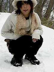 Hitomi Hayasaka naughty Asian teen shows ass and pees in the snow