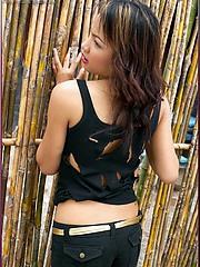 Natural and curvy asian babe Judy Virada