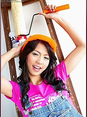 Naoimi Chatee in a hard hat with a paint brush