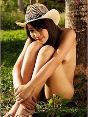Kowboy Katherine reveals her oh, so sexy body