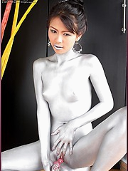Naoimi Chatee painted up as a nude silver statue