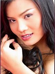 Jib Jarinya is one gorgeous Thai model babe