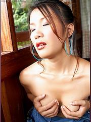 Stunning and gorgeous Asian beauty Hiroko Rumi