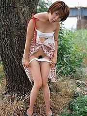 Anri shows off her super hot body