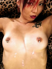 Shawndra pours melted wax over her tits