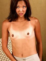 Small tit slut exposes her skinny sexy body