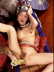This gal shoves a squash in her wet hole