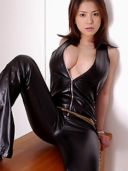 Busty gal Anna looks so sexy in leather
