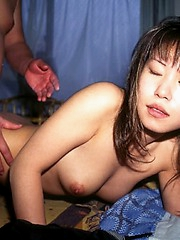 Japanese honey get her pusy toyed with