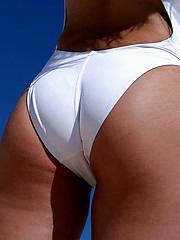 Ravishing babe posing nude at the beach